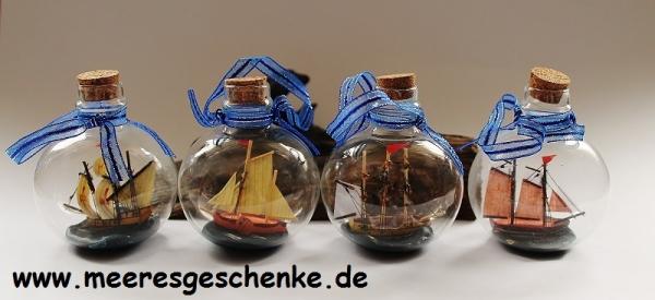 4 Kugel-Flaschenschiffe / Buddelschiffe Ø: 6cm H: 7,5cm