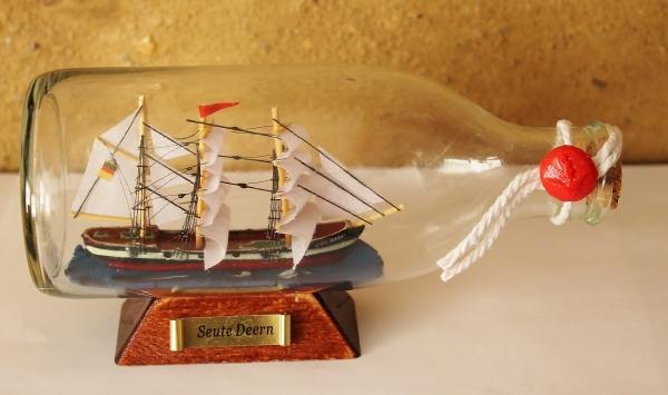 Flaschenschiff / Buddelschiff Seute Deern ca. 16 x 8 cm